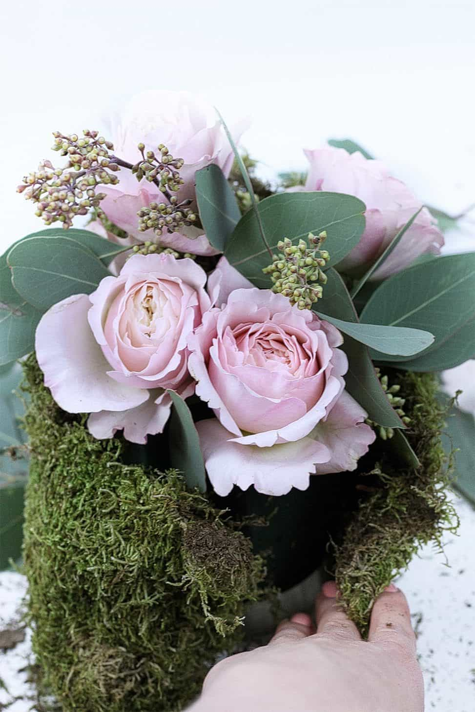 Diy No Vase Flower Arrangement Or Roses Under The Dome The Smell Of Roses The Smell Of Roses