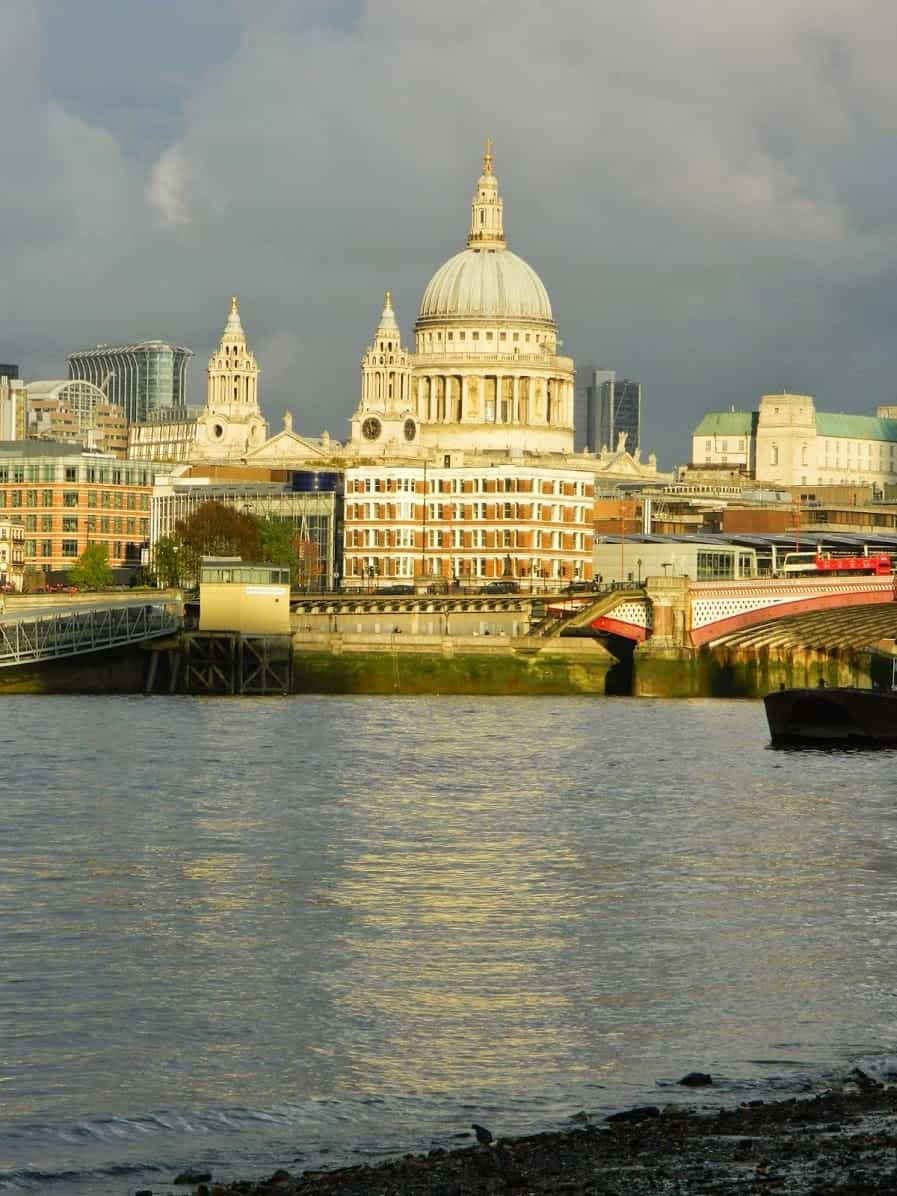 Southbank, London, Saint Paul cathedral, winter, ship, Thames river