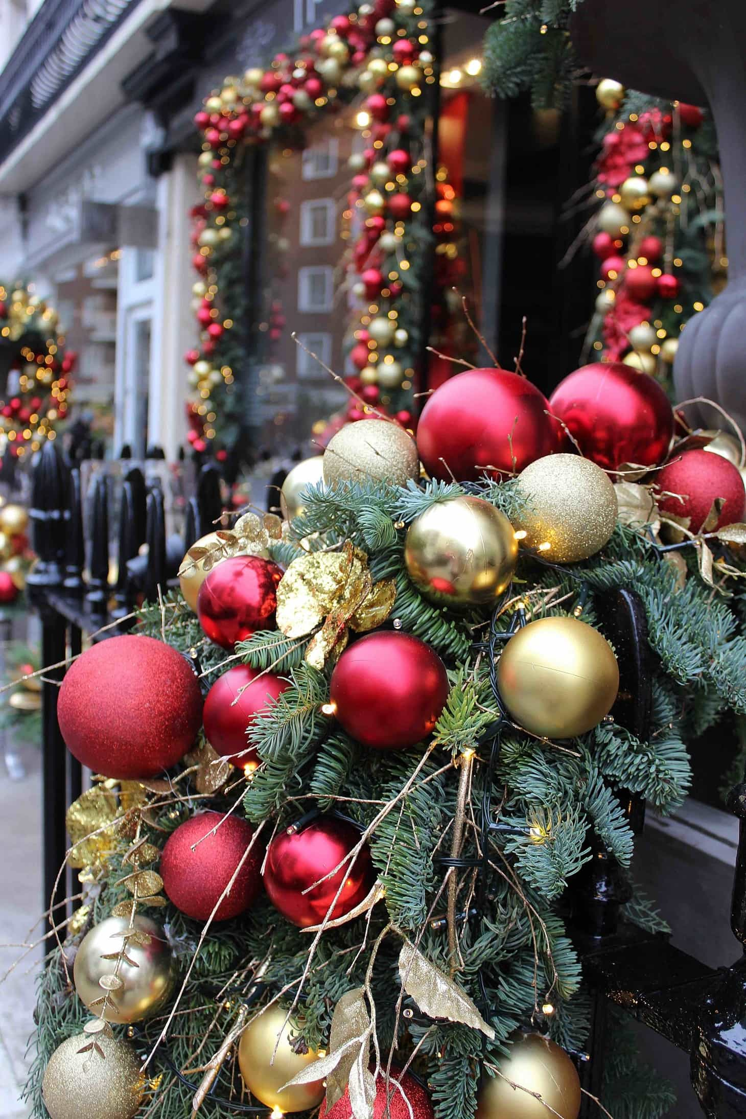 Neill Strain, Christmas, 2015, flowers, florists, famous london florists,  decorations,  gold and red, Christmas installation