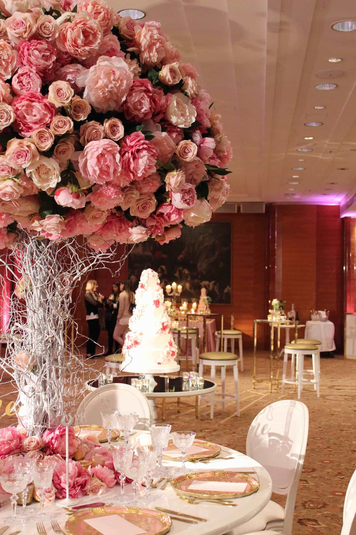 Roses, garden roses, flowers, wedding floristry 2016, wedding roses, Scarlet Events, wedding shows, Four Seasons Hotel London, Philippa Craddock – Luxury florist, once upon a time, once upon a fairytale